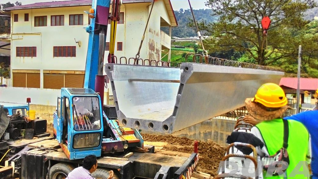 MDCH2: Lifting of first end segment of UBG1250 (10/10/2015).