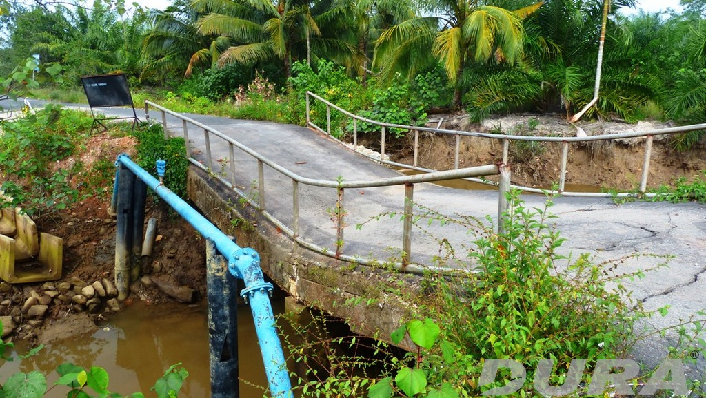 A damaged access bridge a Kg. Desa Murni of Kuala Rompin.