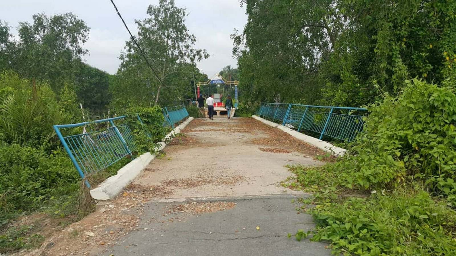 Existing old bridge at Kg Sepah.